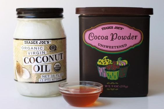 Is someone baking cupcakes or is this DIY moisturizing face mask smells as good as it sounds? This proves that honey, coconut oil and cocoa aren't limited to satisfying your sweet tooth.
